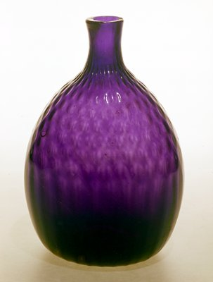 Amethyst, pattern molded in diamond above 28 vertical flutes