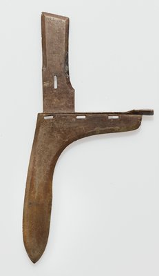 Ko (weapon); plain surface with beveled edges; cast in two pieces