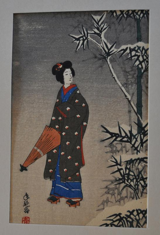 image of robed figure gazing over her shoulder toward PL; wears brown robe with red and white flowers printed on it, with blue robe with white stripes underneath; holding peach umbrella; bamboo tress on left; gray gradated background