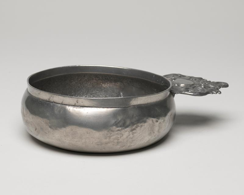 porringer with pierced handle which contains a crown