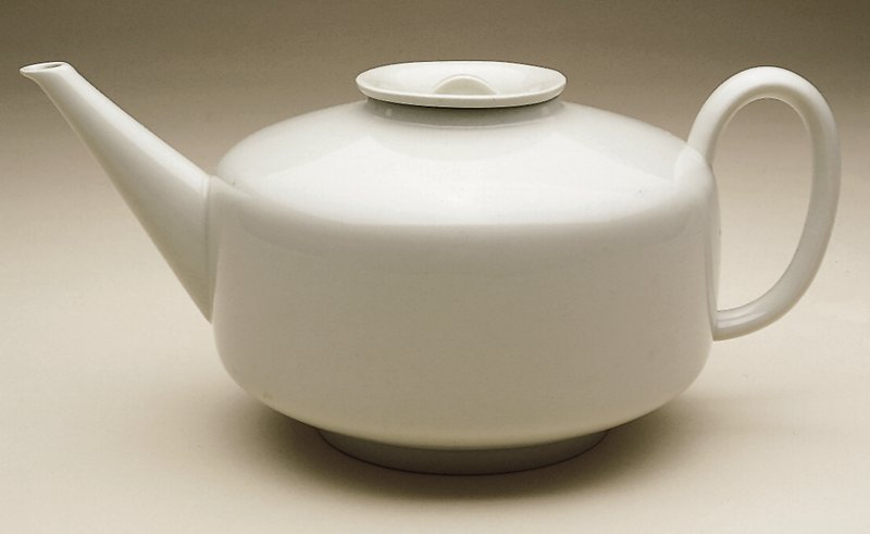 Cream colored teapot with flat lid